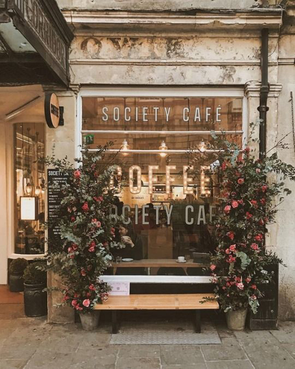 Shabby Chic Shop Shabby-chic-coffee-shop-design-with-floral-arrangements ...