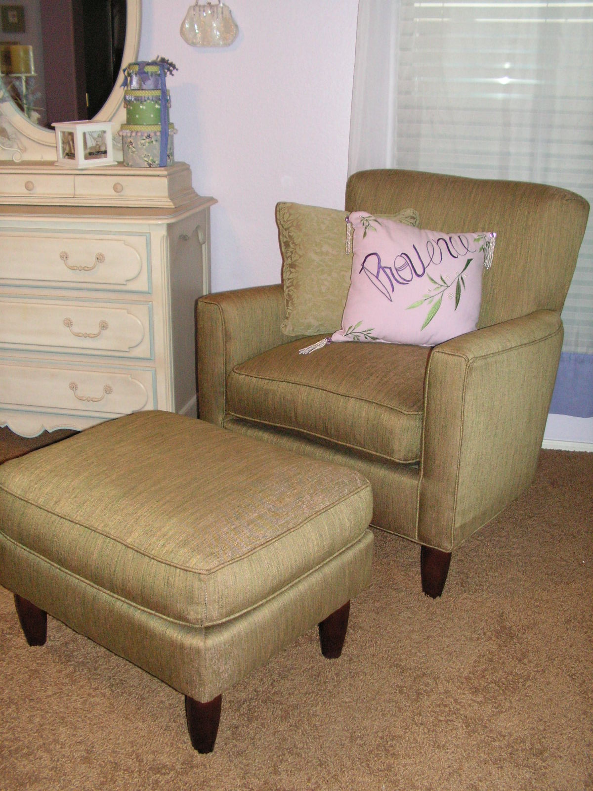 Chairs For Your Bedroom Reading Chairs For Bedroom That Will Make Your Reading