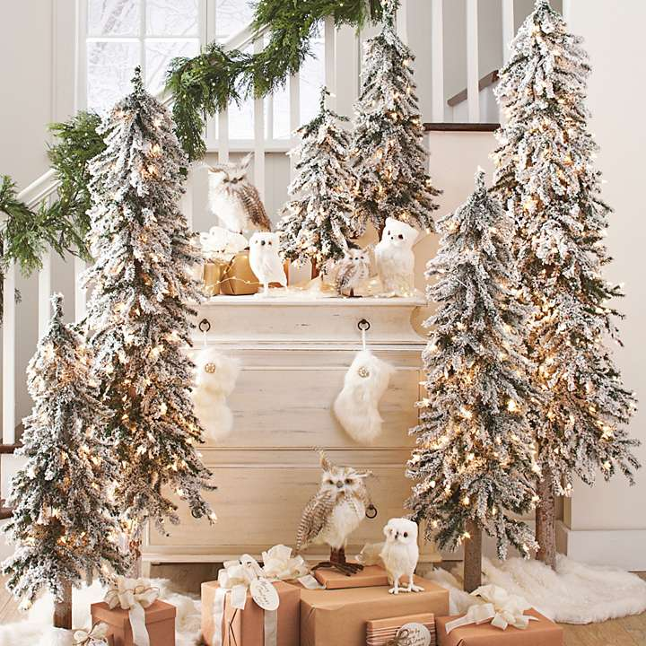 Get the Joyful Christmas Nuance in Your Home by Decorating a Pre Lit