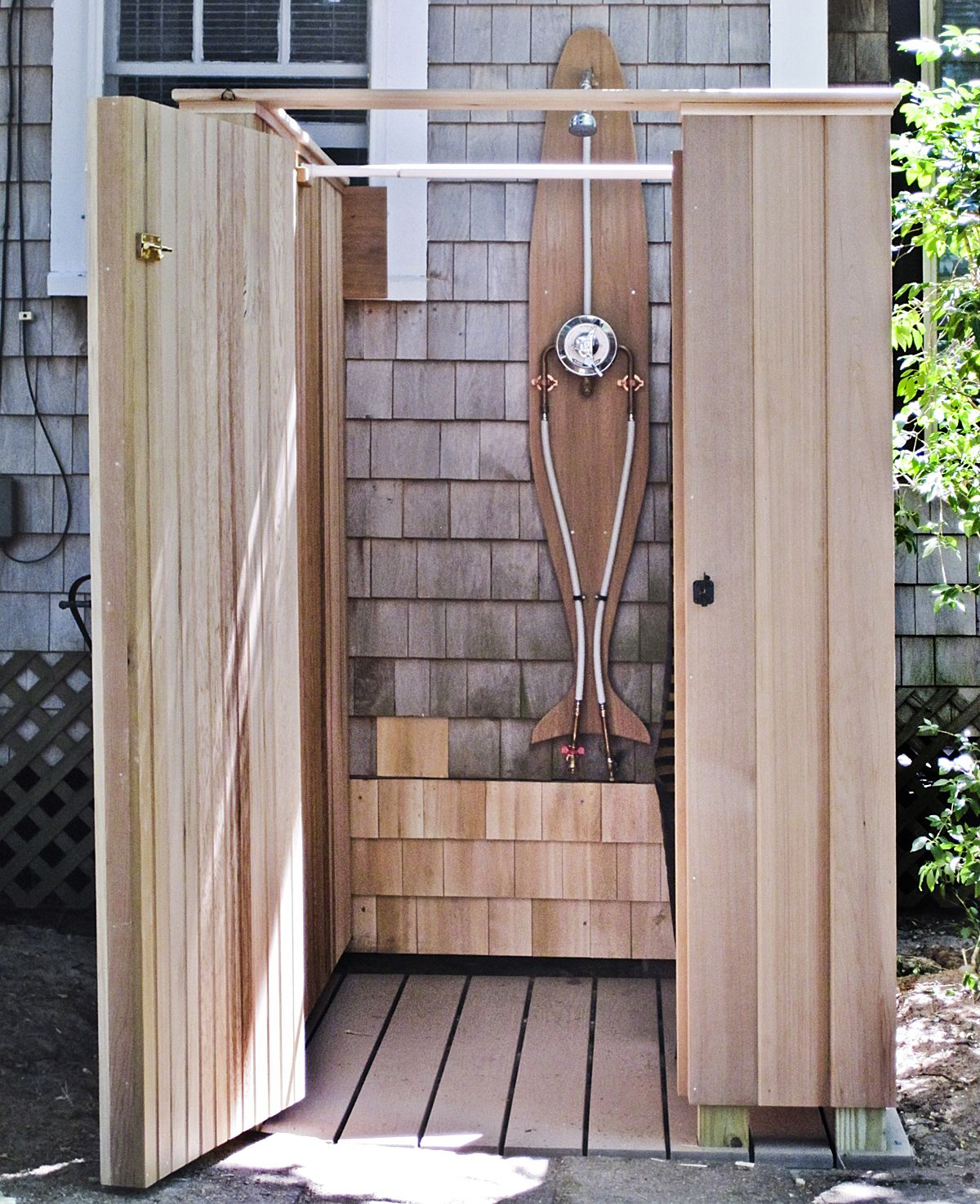 Outdoor Shower Base Ideas Outside Shower Ideas Homesfeed