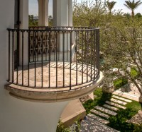 Stone Accent on Balcony Shares More than Natural Appeal ...