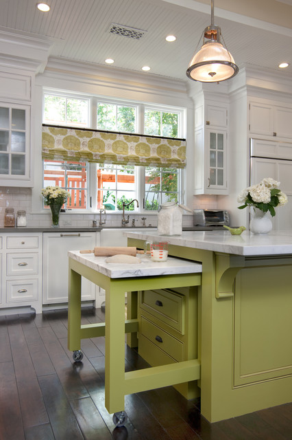 Space saving kitchen island with pull out table homesfeed for Grandi case cabinate