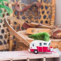 Vintage Style for Outdoor Christmas Decorations | HomesFeed
