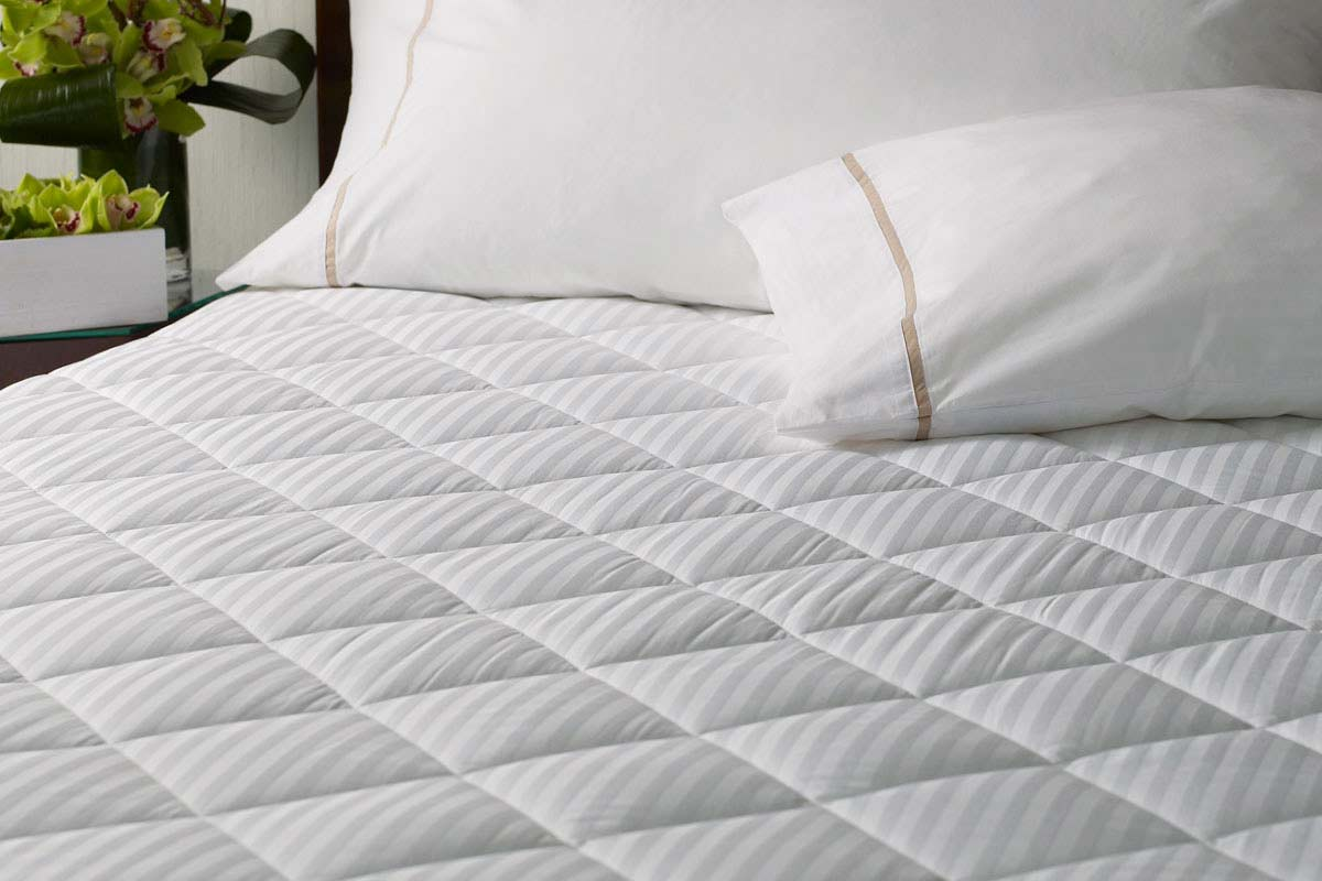 Thin Mattress Topper Mattress Pad Vs Mattress Topper Homeverity