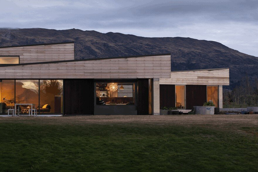 Bungalow Am Hang Rammed Earth House Connected To The Mountainous Landscape