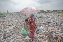 Un ange passe dans une décharge de Kinshasa...