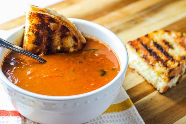 ரம்ஜான் இப்தார் விருந்து Rustic-Tomato-Basil-Soup-and-Grilled-Cheese-Sandwiches-17