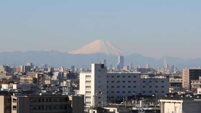 本覚寺から見える富士山の風景