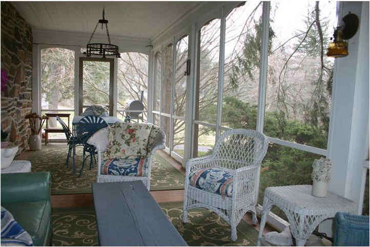 Farmhouse Porch Marley And Me House Screened Porch Large - Hooked On Houses