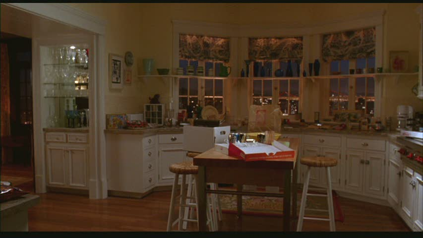 wide-shot-of-kitchen-in-Just-Like-Heavenjpg (853×480) Kitchen