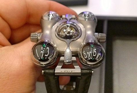 Space Pirate de MB & F - esferas horarias