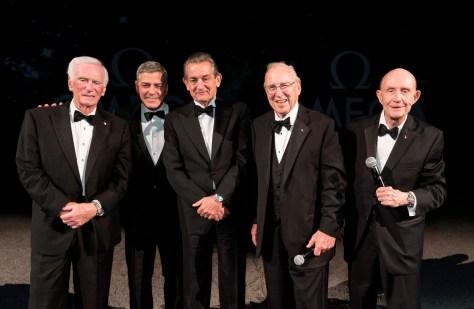 De izquierda a derecha Gene Cernan,George Clooney, Stephen Urquhart, Capitán James Lovell y General Thomas Stafford