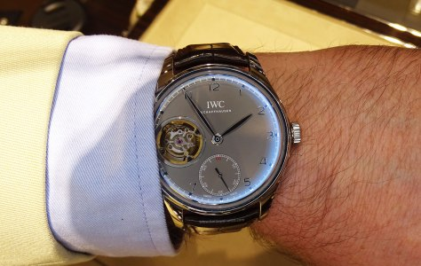 IWC Portugues Tourbillon Manual pizarra en la muñeca