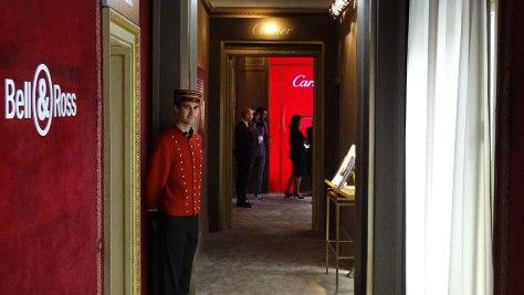 El pasillo que conduce a Cartier. Al fondo, Ramón Fornell, el fotógrafo oficial del certamen (y una gran persona)