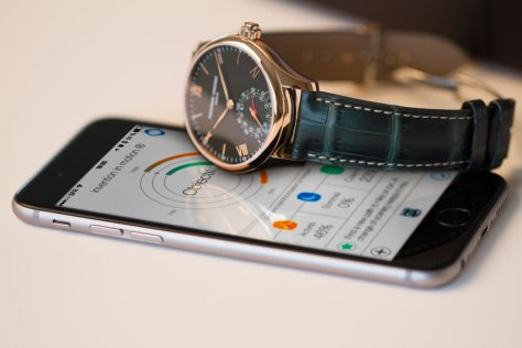 Frederique Constant Only Watch con iPhone