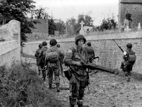 Soldados de la 82ª división en St. Marcouf, Normandía