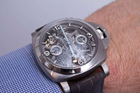 Lo-Scienziato-Luminor-1950-Tourbillon-GMT-Titanio-11-HorasyMinutos