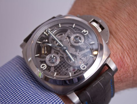 Lo-Scienziato-Luminor-1950-Tourbillon-GMT-Titanio-9-HorasyMinutos