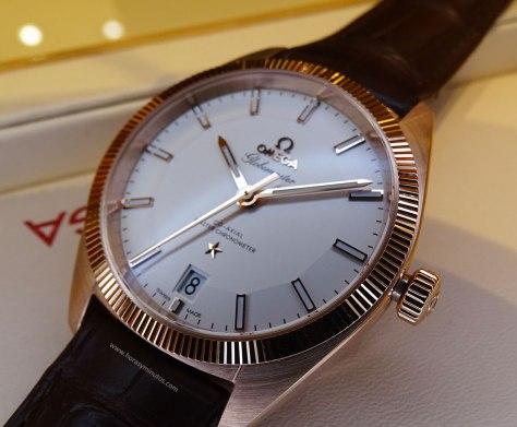 OMEGA-Globemaster-Master-Chronometer-oro-sedna-detalle-Horas-y-Minutos