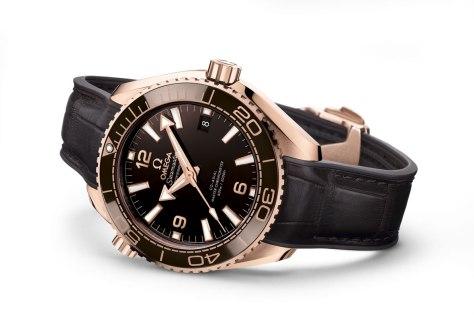 Omega-Planet-Ocean-600M-Master-Chronometer-perfil-Horasyminutos