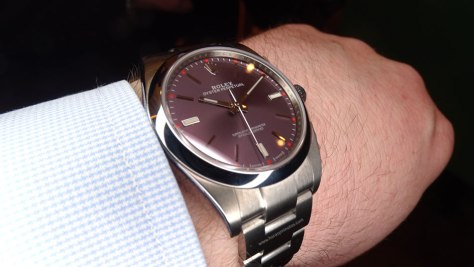 Rolex-Oyster-Perpetual-39-mm-esfera-red-grape-perfil-Horasyminutos