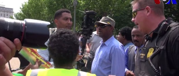 Photo-Ethiopian-opposition-attack-American-journalist.jpg
