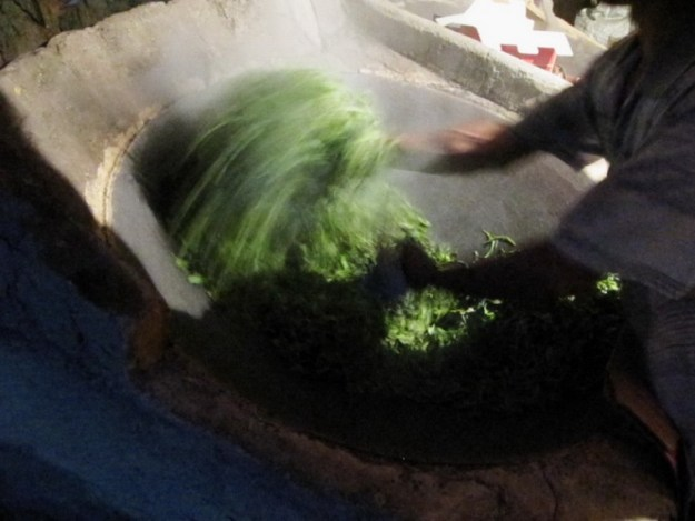 Frying tea in  October in Naka