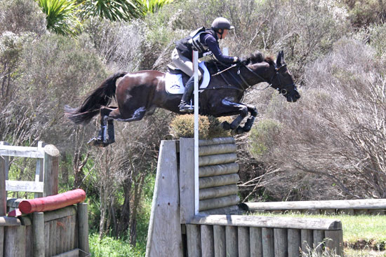 Bell Tea Super League series leaders Donna Smith and Just Chocolate, on cross-country at the Puhinui Three-da
