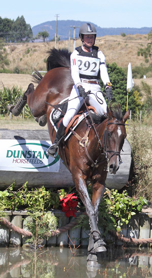 Tayla Mason and Lucy With Diamonds on the cross-country.
