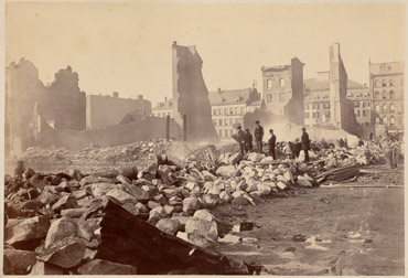 The Great Fire of 1872 left large areas of Boston in ruins. Because many horses were sick with equine flu, equipment had to be pulled by men, slowing firefighting efforts. Photo: University of Arizona