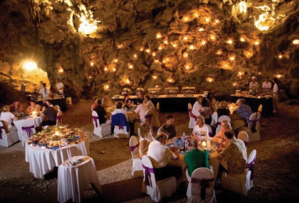 http://www.indochina-junk.com/dining-in-a-cave/