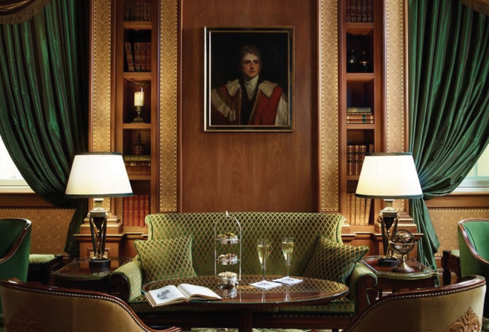 http://www.lanesborough.com/eng/gallery/