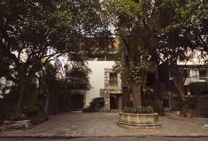 http://www.busuehotel.com/photos.htm