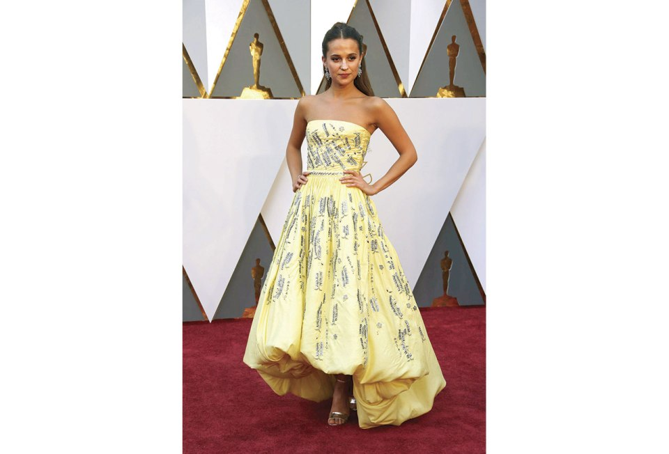 http://www.nytimes.com/slideshow/2016/02/28/fashion/2016-oscars-red-carpet-photos/s/oscars-red-carpet-833-alicia-vikander.html?_r=0