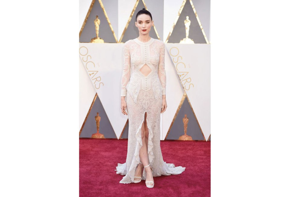 http://www.harpersbazaar.com/celebrity/red-carpet-dresses/g6908/oscars-best-dressed-2016/