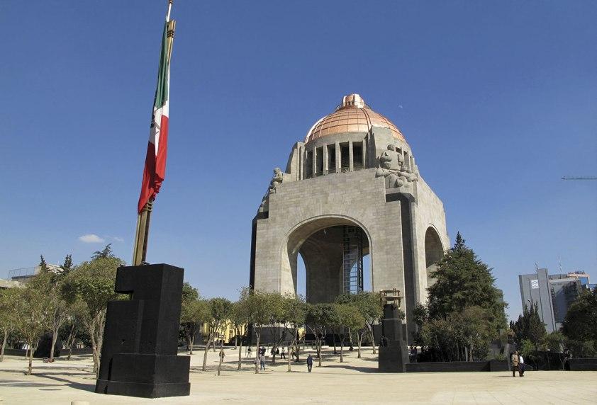 Foto: https://commons.wikimedia.org/wiki/File:Monumento_a_la_Revolución_2.jpg
