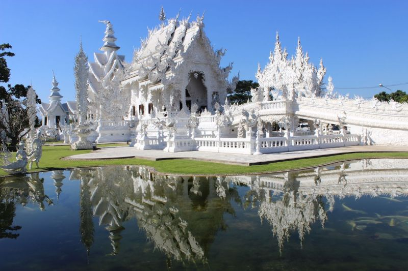 reflections-of-the-white-temple-in-chiang-mai