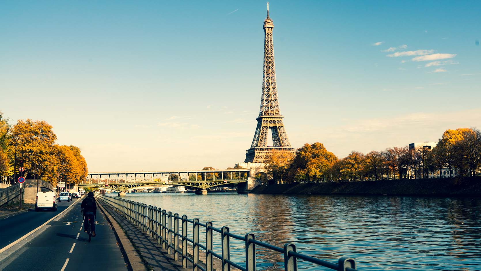 Bus 92 Paris Contact Access Hotel Beaugency 3 Star In Paris Eiffel Tower