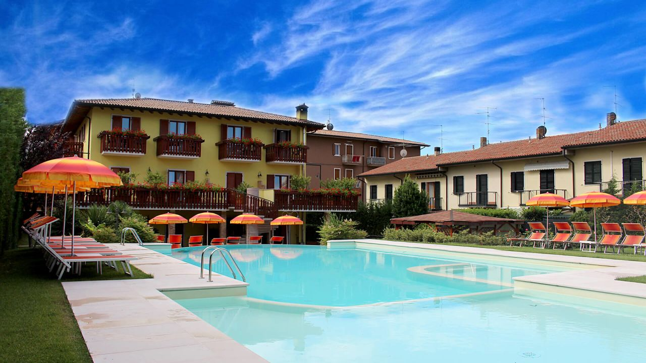 Ferienhaus Mit Pool Gardasee Bardolino Sports And Spa Holidays Amusement Parks Hotel Romantic Cavaion