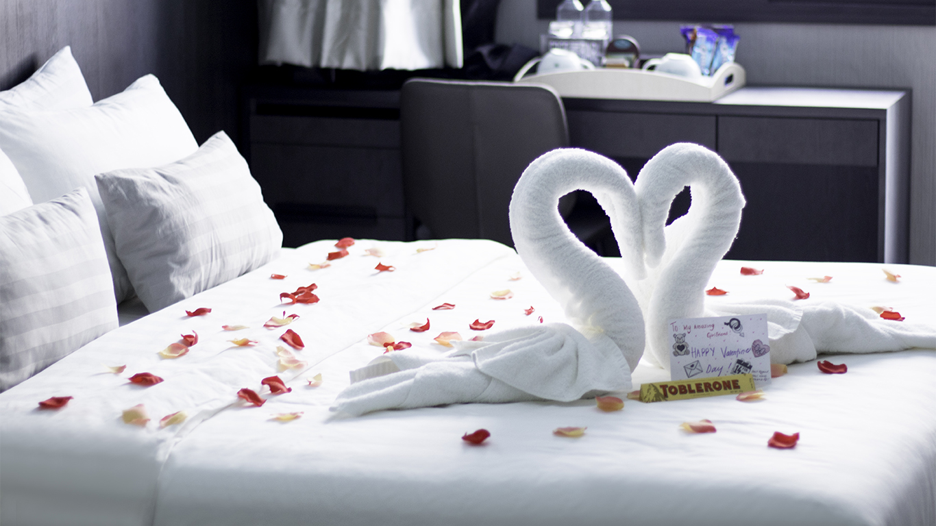 Photo Decoration In Room Romantic Honeymoon Hotel Room Package In Singapore Singapore