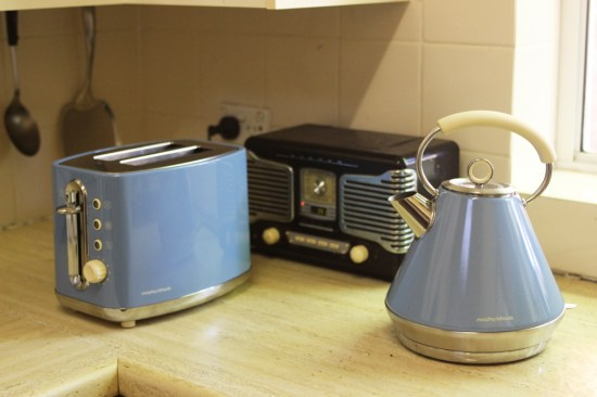 A retro toaster and kettle in cornflower blue