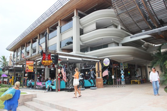 Le Mirage Plaza with the Beach Rock Cafe