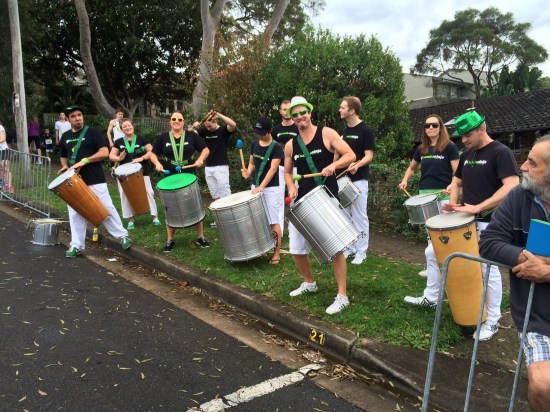 A cheer-squad-band at the half-way point