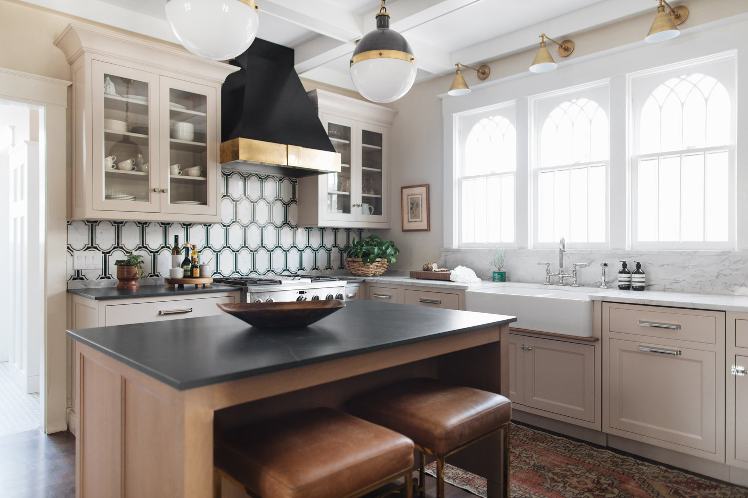 20 Bold Kitchens Backsplashes That Make A Statement House Home