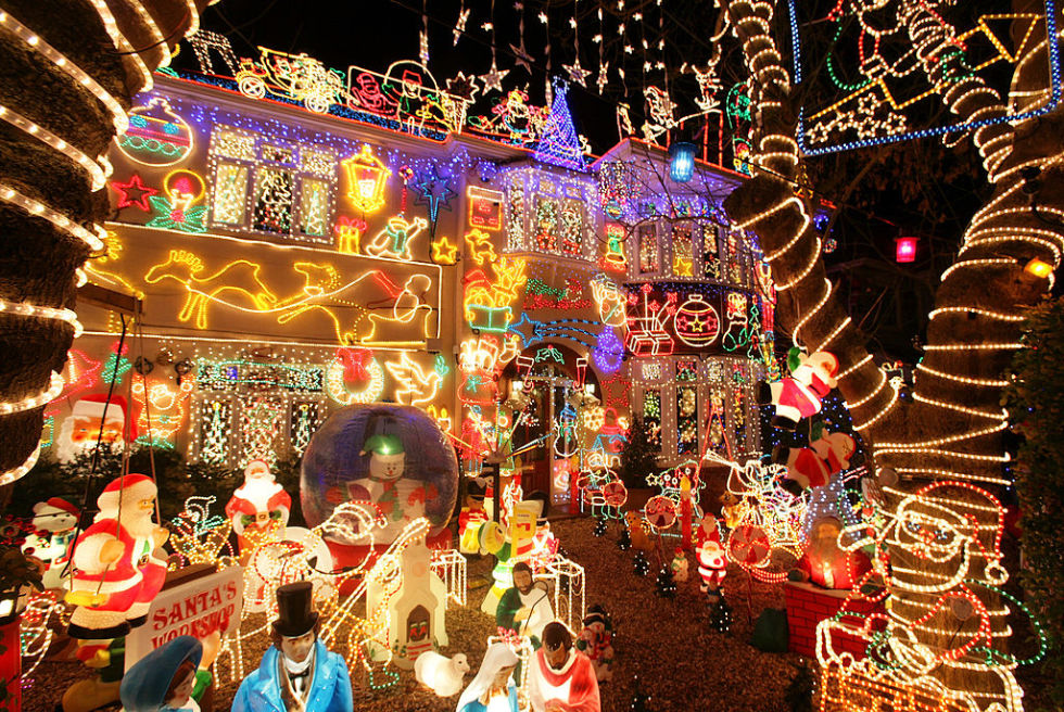 The most extravagant Christmas house lights from all over the world - outdoor christmas lights decorations