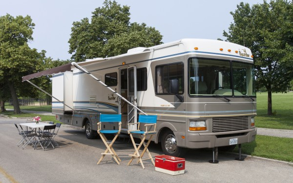 Ready Kitchen Cabinets Chicago On Location Production Motorhome Rental - Mopro Chicago
