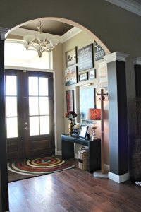 How to Decorate Your Front Entryway