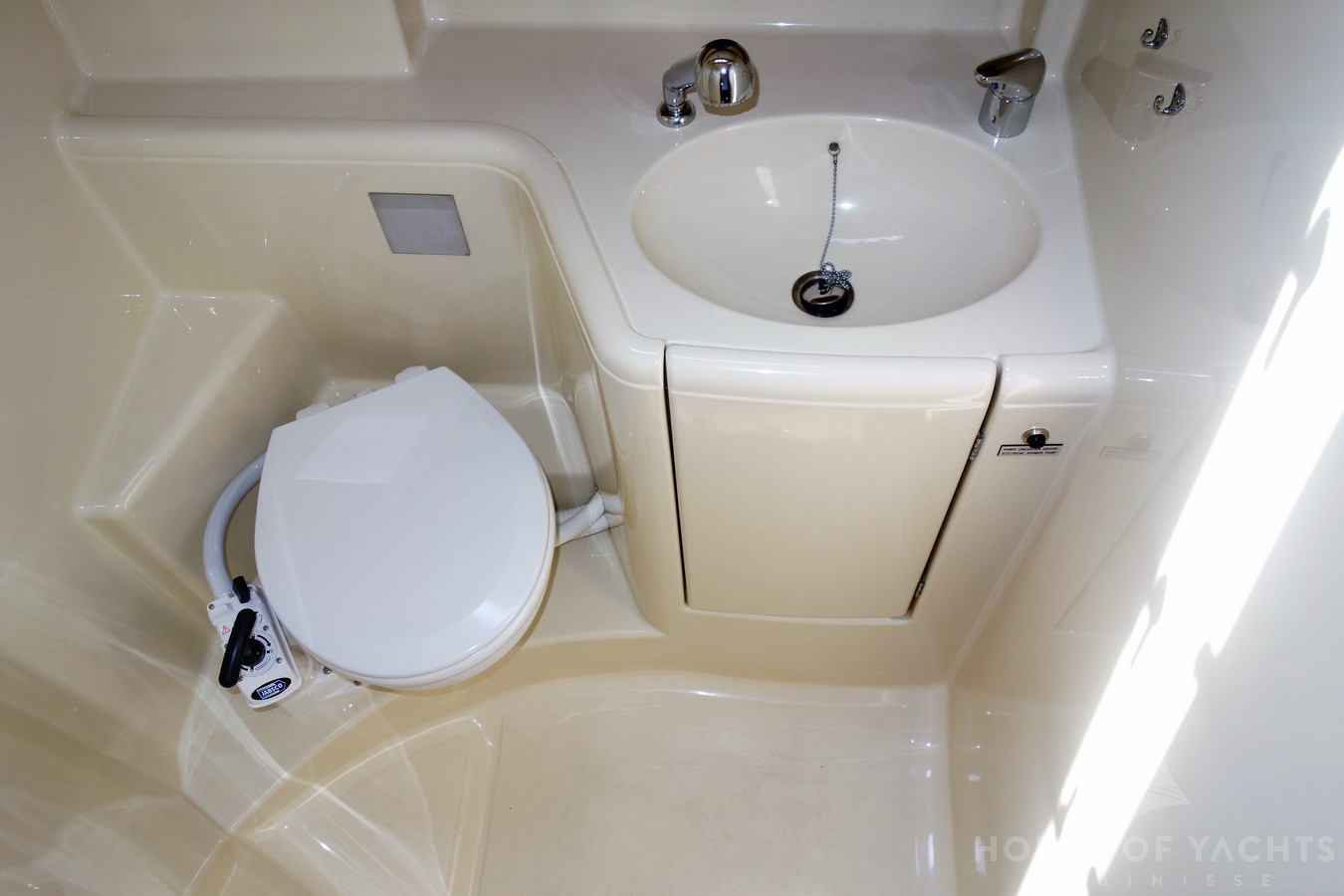 Toilet Manchet Dufour 385 Grand Large House Of Yachts