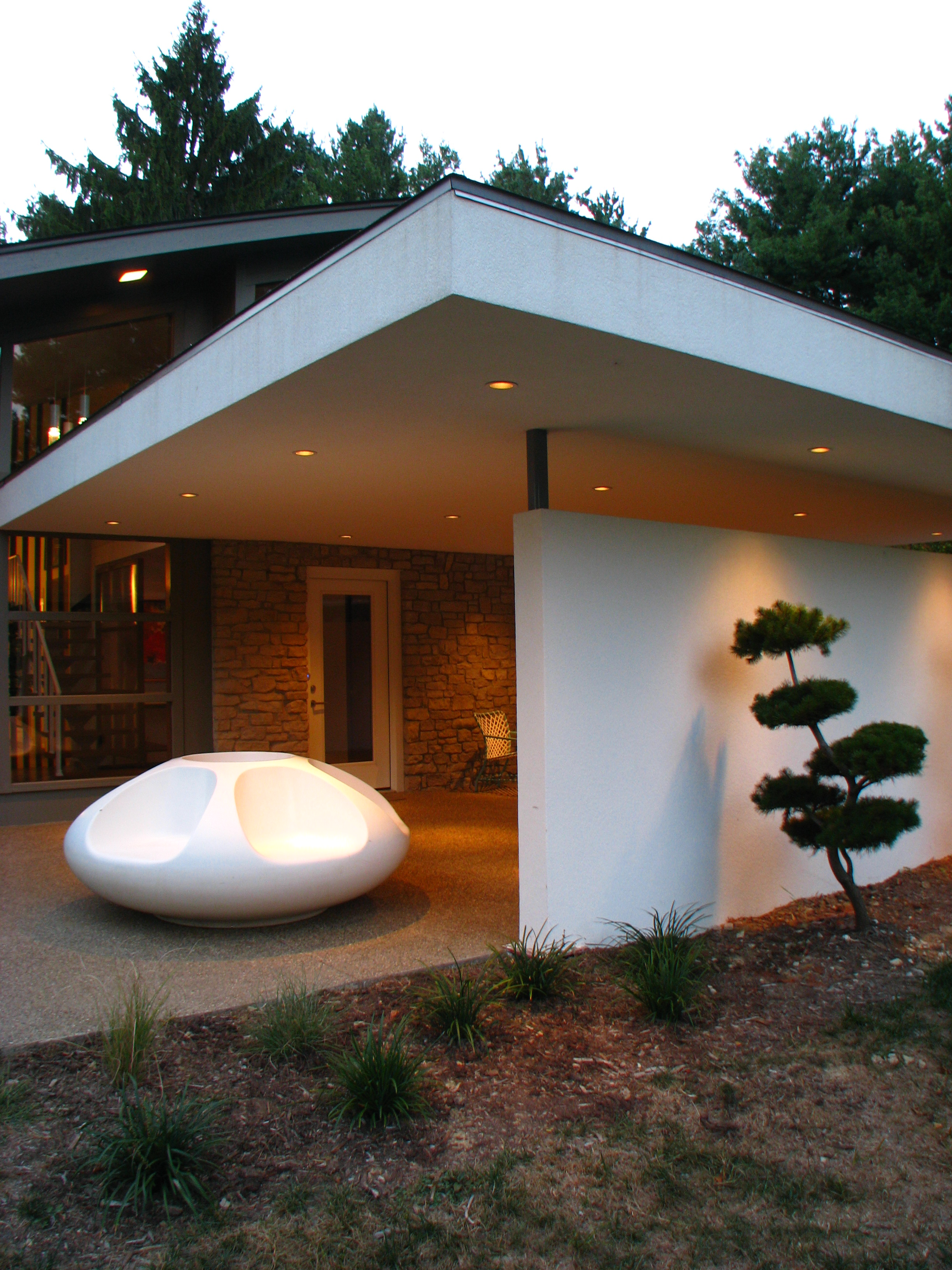 Outside House Lighting Fixtures Mid-century Modern Meets Minimalism | Housesandbooks