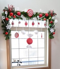 15 Christmas Window Decoration with Wreaths and Garlands ...
